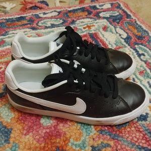 Nike Court tour sneakers
